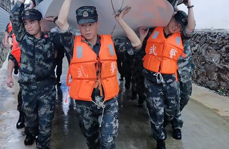 東至暴雨受災 武警安徽總隊池州支隊緊急馳援