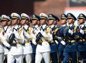 激励干部担当作为,充分解放和增强军队活力