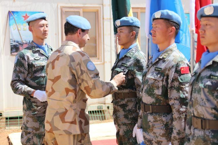 395名中国维和官兵获授联合国和平荣誉勋章