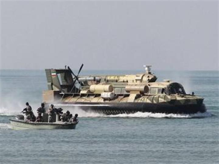 伊朗海军在曼德海峡挫败一起海盗袭击
