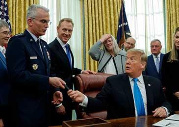 美国空军部长宣布辞职