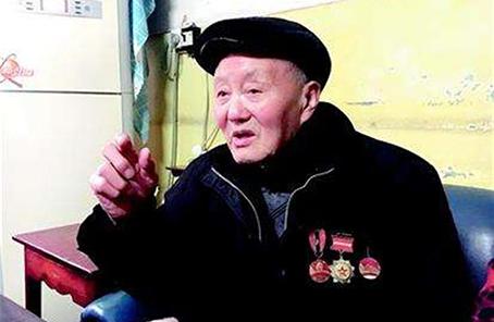 英雄无言――95岁老党员张富清的本色人生
