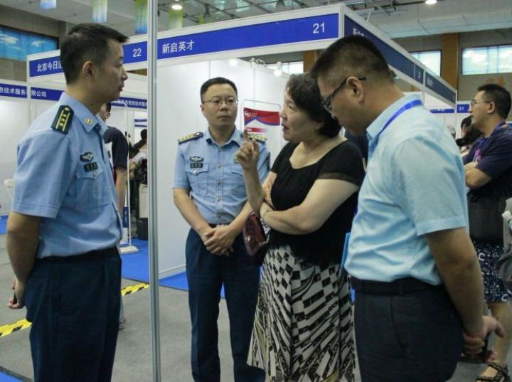 空軍連續第4年組織自主擇業幹部招聘會