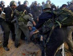 以色列軍警強拆巴勒斯坦人房屋引發強烈抗議
