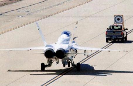 軍情銳評:應對未來對抗環境 美軍艦載無人加油機首飛