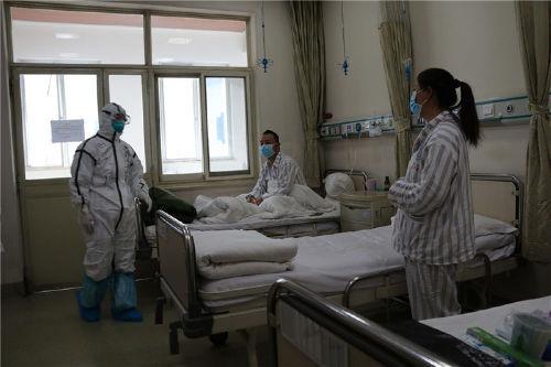 """""""一家三口""""新冠肺炎患者在解放軍總醫院第五醫學中心康復"""