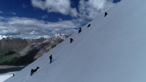 海拔6000米冰川,西藏軍區某合成旅偵察分隊開展極限訓練