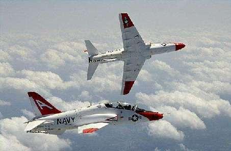 美海軍教練機墜毀致2人死亡
