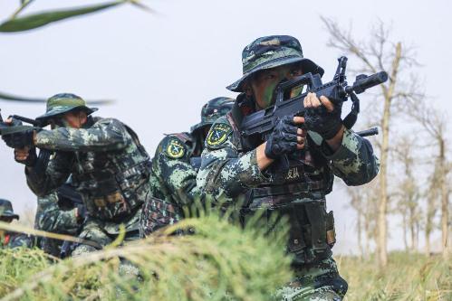 直擊武警新疆總隊機動某支隊山地反恐作戰演練現場