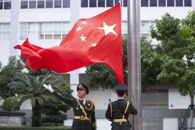 駐澳門部隊舉行升國旗儀式慶祝澳門回歸21周年