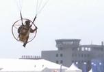 第四屆沈陽法庫國際飛行大會 動力滑翔傘飛行員上演空中特技