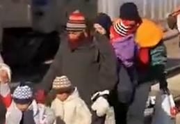 克羅地亞數百名難民乘車前往斯洛文尼亞