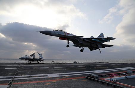 新型航母艦載機殲-15B要量産?專家:完全可以期待