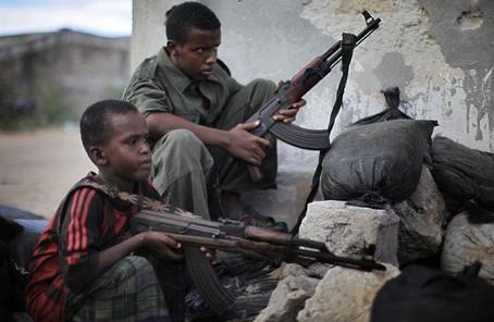 他在戰火紛飛的索馬裏建使館館舍