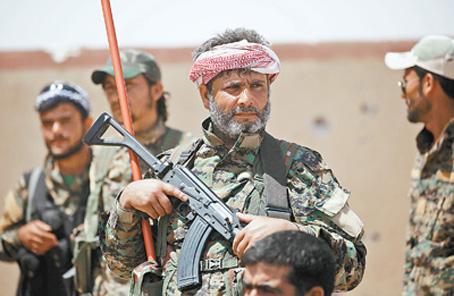 敘政府軍與反政府武裝對拉卡形成合圍之勢