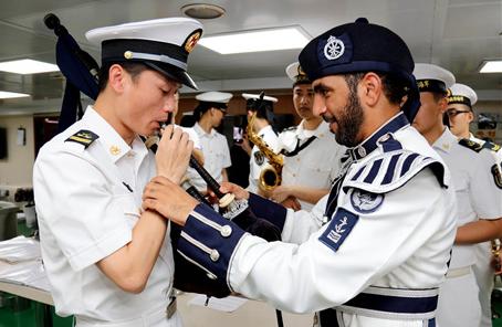 中國海軍遠航訪問編隊抵達阿曼馬斯喀特
