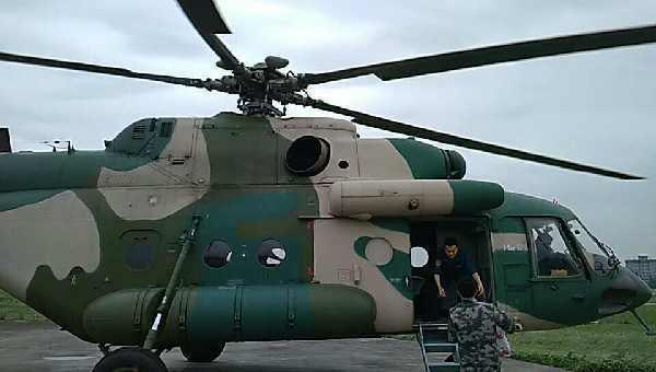 西部戰區出動2架直升機緊急趕赴茂縣災區救援