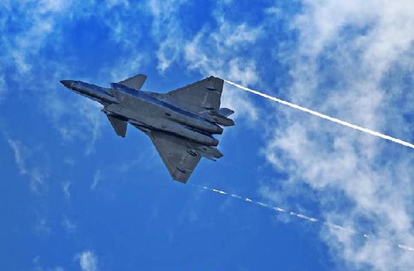 """中國空軍新聞發言人:從""""空軍首次""""看開放自信"""