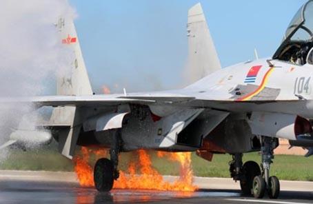 當鴿群撞入殲-15發動機之後
