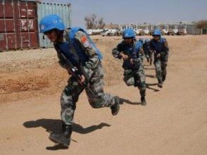 中國赴黎維和部隊戰備演練:一切為了確保營區安全