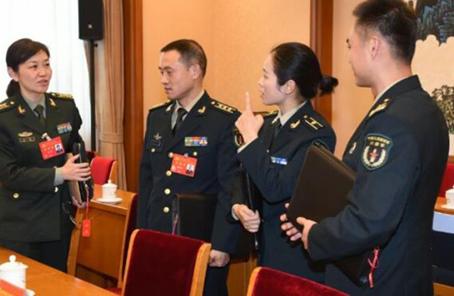 解放軍和武警部隊代表:昂首進入新時代