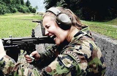越來越多瑞士女性入伍 兩年內女性新兵數量翻番