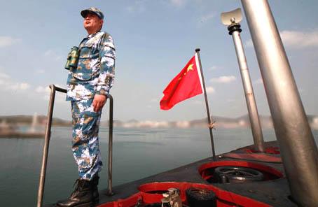 大洋深处砺杀招——记南海舰队某潜艇支队某艇艇长邓小春