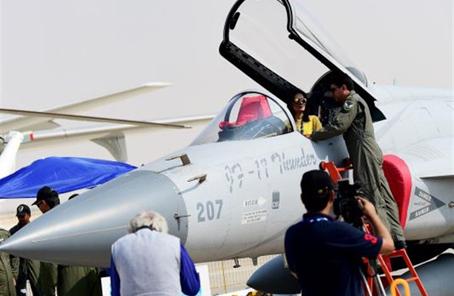 """外媒称中国助巴""""枭龙""""战机战力大幅跃升"""
