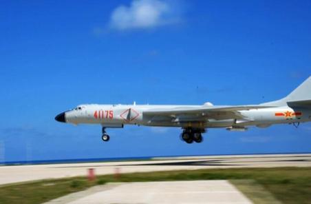 空軍轟-6K戰機島礁起降訓練提升海上實戰能力