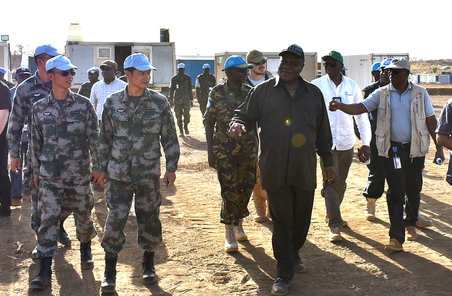 聯合國代表團視察中國工兵建設的維和基地