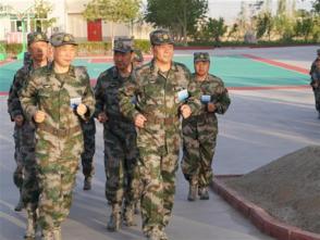 陸軍近400名將校軍官在新疆庫爾勒舉行軍事集訓