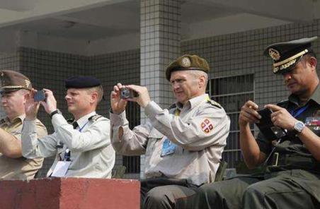 國防部組織駐華武官赴西部戰區參觀考察