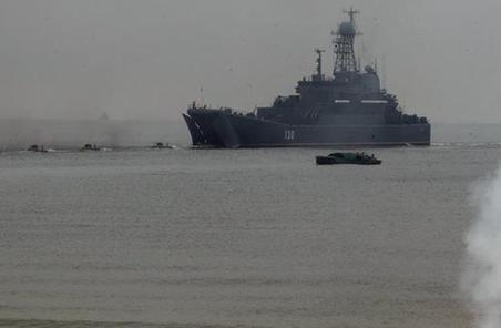 """三年磨一""""艦""""!俄海軍排水量最大登陸艦將下水"""