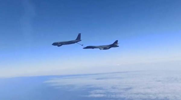 美戰略轟炸機貼近俄羅斯密集訓練 俄媒:俄軍能將其擊落