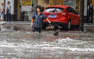 廣州暴雨來襲 市區多處積水