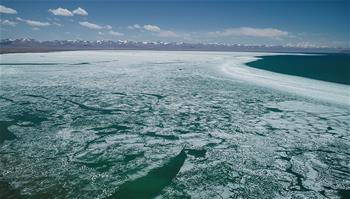 西藏:納木錯開湖