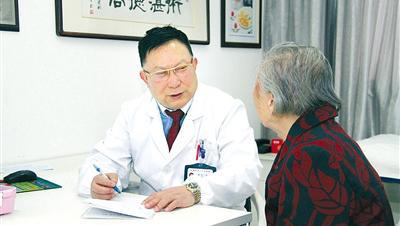 """""""心系病人的好医生""""储榆德"""