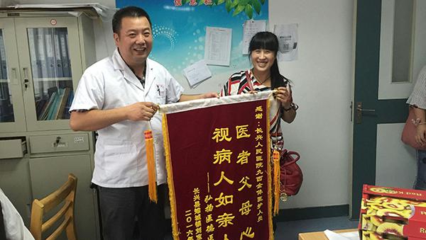 """""""仁情医者""""刘建峰"""
