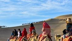 甘肅敦煌端午小長假迎旅遊高峰 逾12萬人暢遊大漠