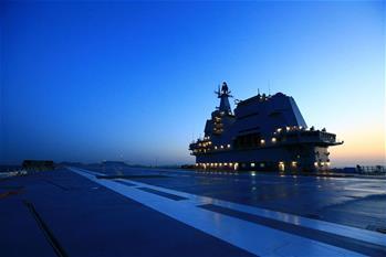 我國第二艘航母完成首次出海試驗返回大連