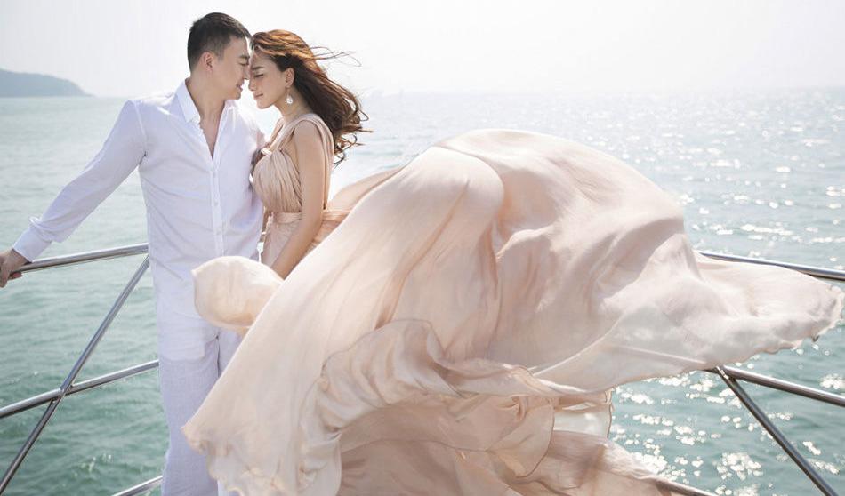 巴厘岛婚纱广告