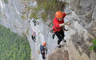 懸崖絕壁攀岩熱