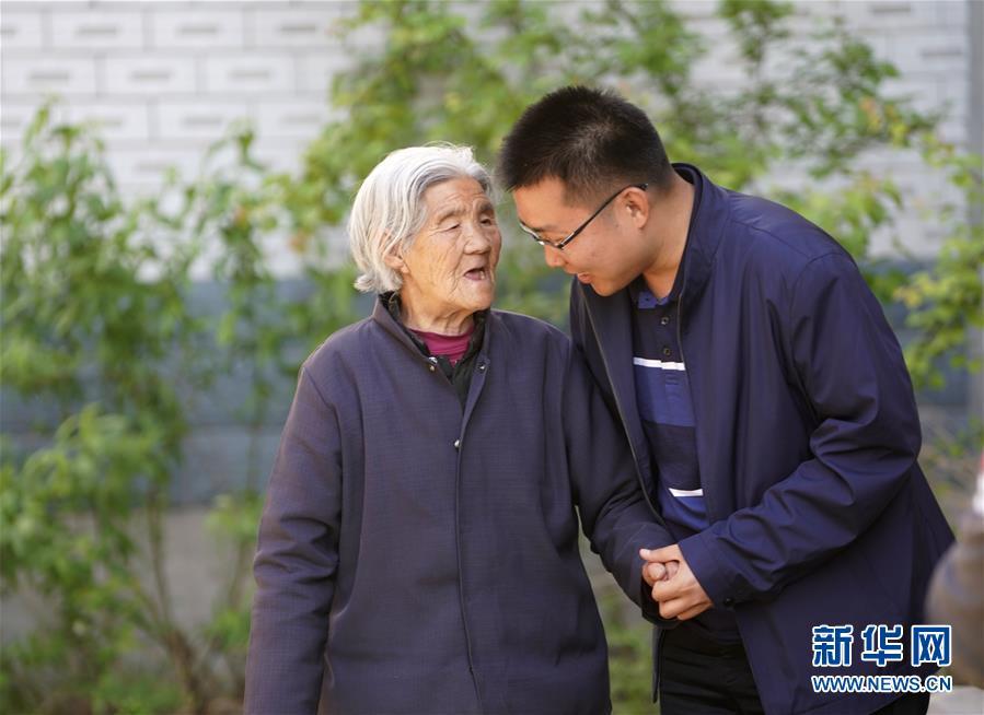 (图片故事)(3)北大博士:我在雄安当村官