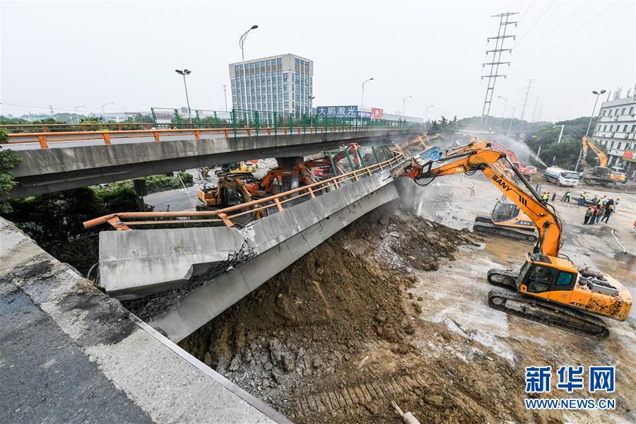 (突发事件后续)(5)无锡高架桥侧翻事故致3人死亡