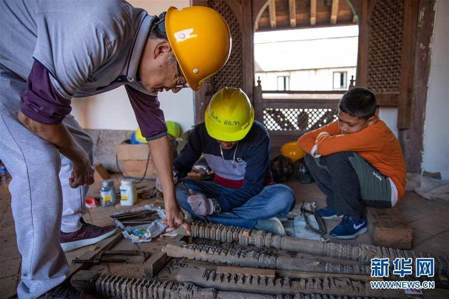 (习近平出访配合稿·图文互动)(2)通讯:尼泊尔工艺家和中国文物修复师的历史之约
