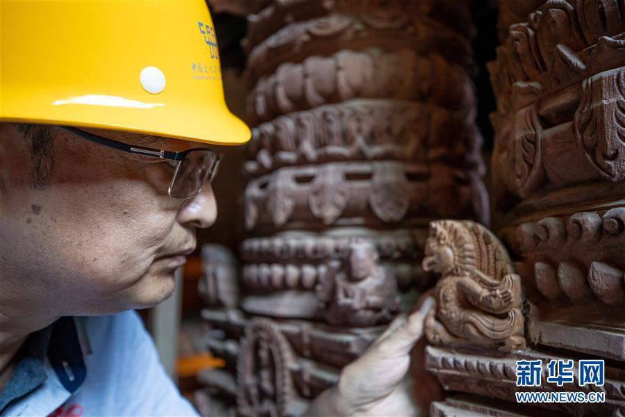 (习近平出访配合稿·图文互动)(9)通讯:尼泊尔工艺家和中国文物修复师的历史之约