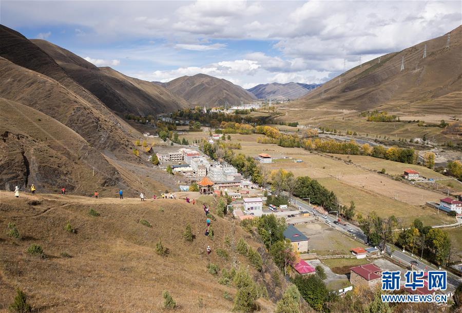 川藏公路帶動一批高原小鎮日新月異