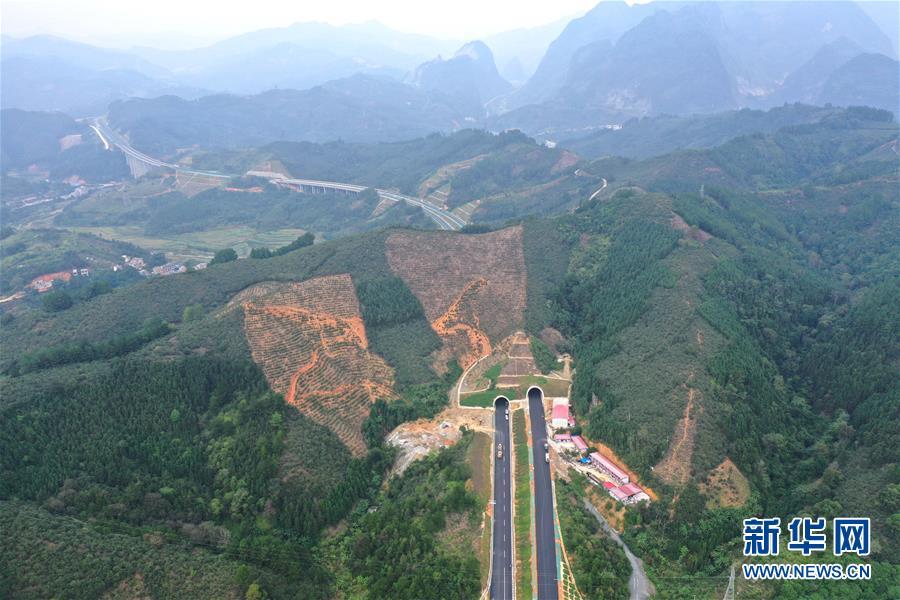 (社会)(2)广西百色:千沟万壑变通途