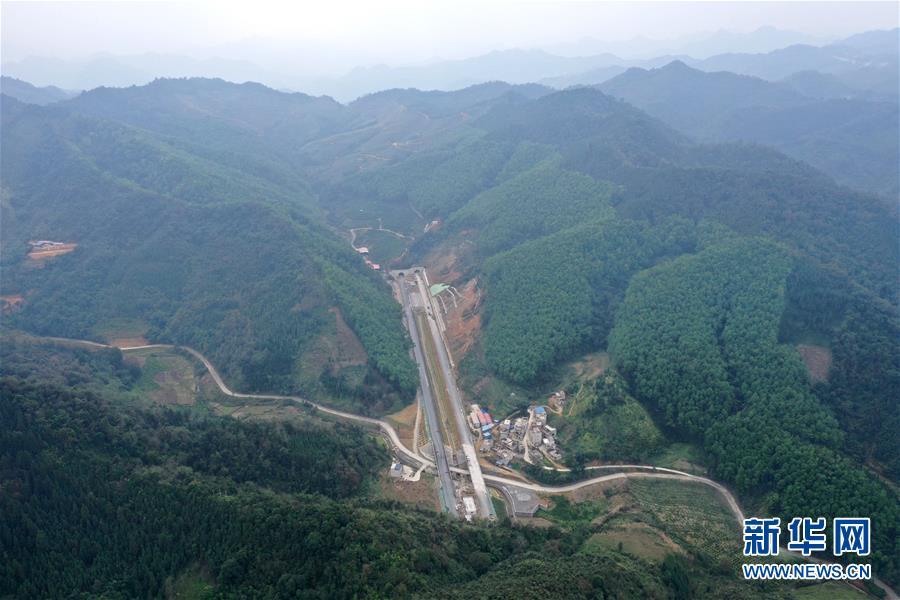 (社会)(3)广西百色:千沟万壑变通途