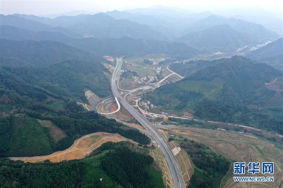 (社会)(4)广西百色:千沟万壑变通途